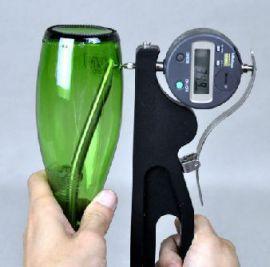 Dụng cụ đo và kiểm tra độ dày chai thủy tinh cầm tay BTG D của hãng AT2E